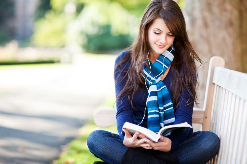 Membaca apa saja Bisa Memicu Otakmu Berpikir Kreatif