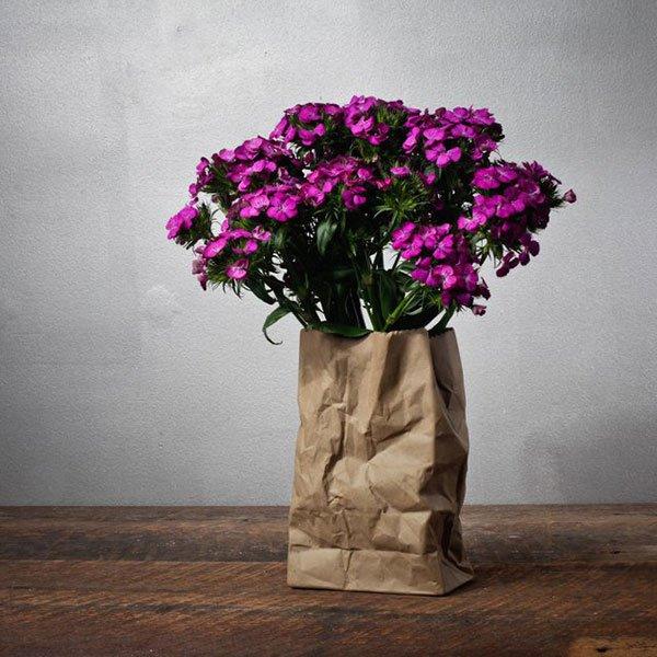 vas bunga dari koran