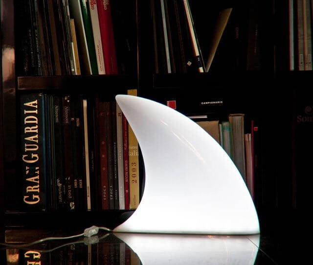 lampu hias kamar unik seperti sirip hiu