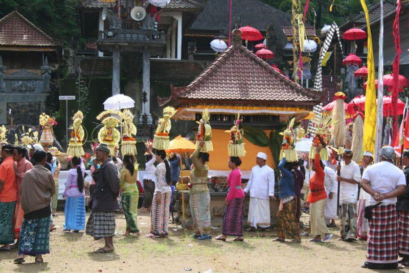 Penggunaan Baju Adat Bali