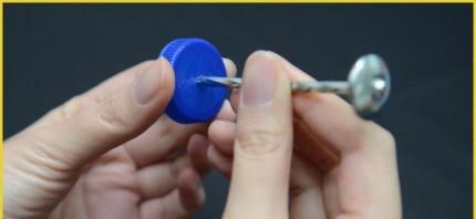 Langkah 1 Cara membuat Fidget Spinner dari tutup botol