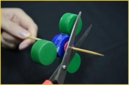 Langkah 5 Cara membuat Fidget Spinner dari tutup botol