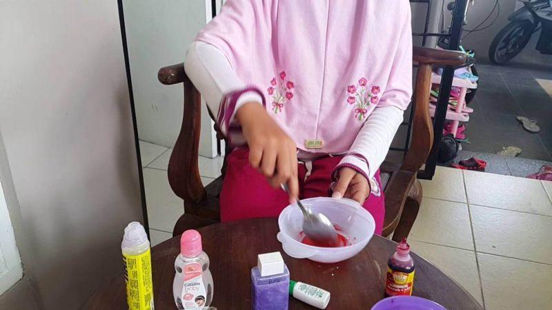 Cara Membuat Slime dengan Lem Kertas