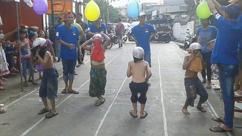 Lomba pecahkan balon air
