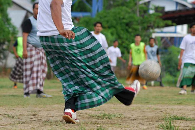 Lomba sepak bola sarung