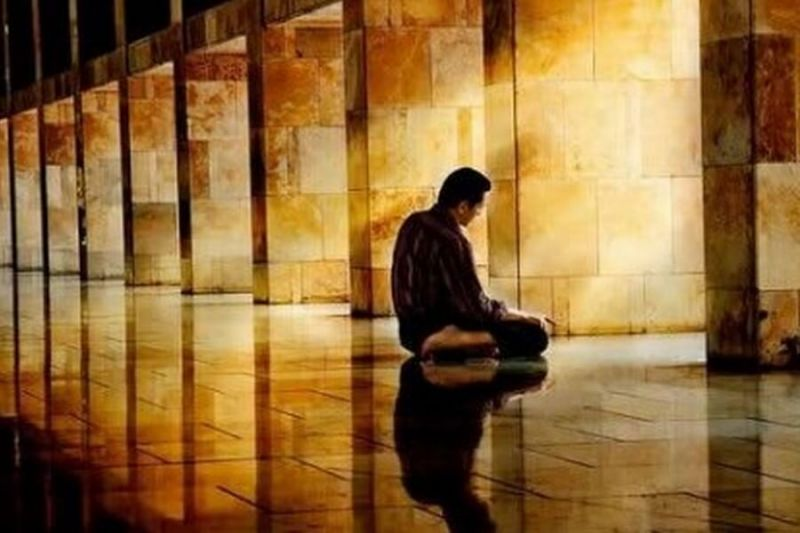 Photo of Niat Shalat Istikharah, Tata Cara, Doa, dan Fadhilah Mengerjakannya