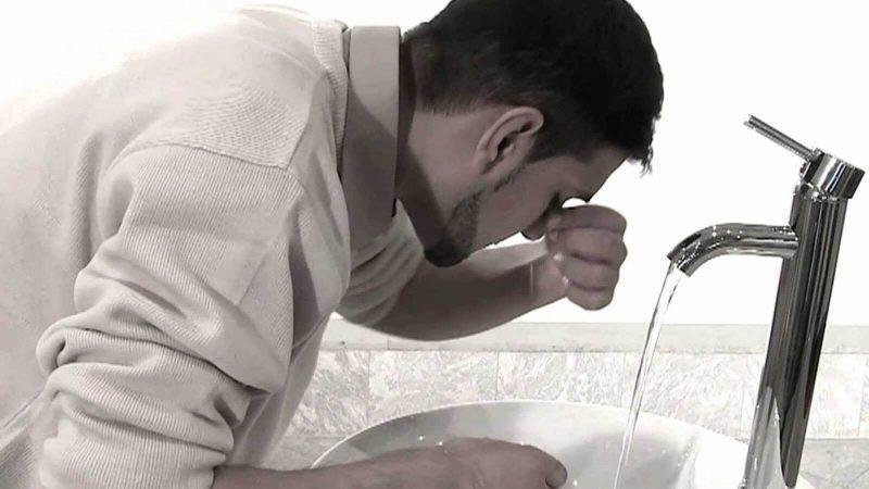 Memasukkan air ke dalam hidung pada saat berwudhu (instinsyaq)